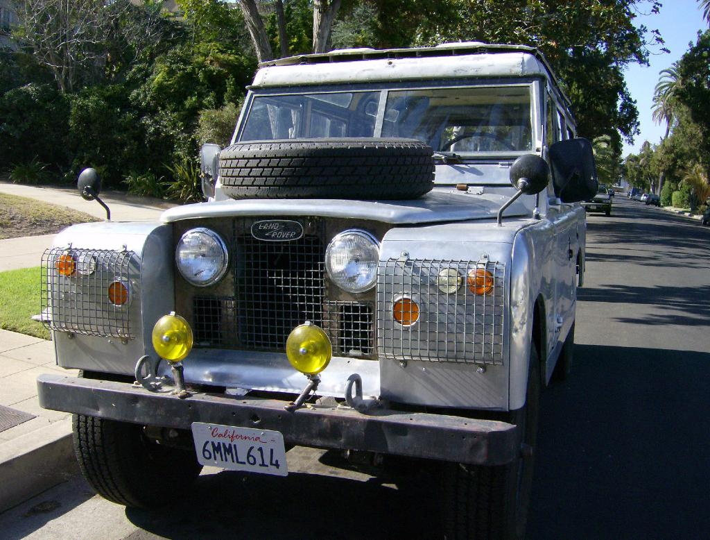 Land Rover The Real Deal Grooshs Garage - Land rover mechanic los angeles